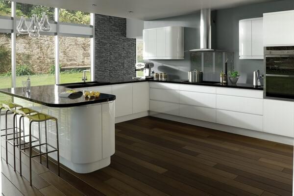 Phòng bếp dịu mát với sơn tường mầu xám kết hợp nội thất đen trắng hiện đại