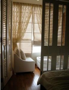 Thiết kế cấp bậc ánh sáng cho phòng ngủ tạo thêm cảm giác lãng mạn, ấn tượng cho căn phòng