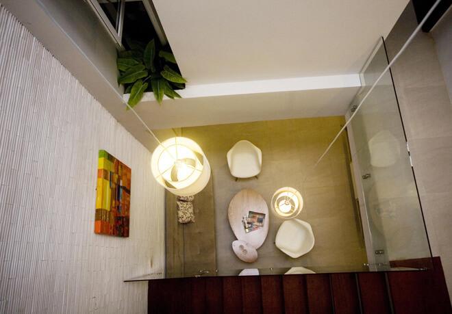 Giếng trời mở thêm mời gọi ánh sáng và gió cho ngôi nhà sau cải tạo thoáng mát