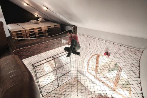 Khoảng không tầng với võng lưới giúp bên trên và bên dưới dễ dàng trò chuyện với nhau hơn