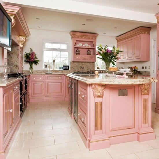Sơn nhà bếp màu hồng mang tới vẻ đẹp mới lạ