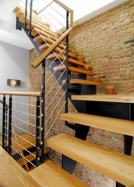 Bố trí cầu thang phù hợp với nhà chật