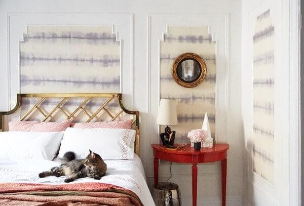 Cách điệu phòng ngủ mới bằng lồng vải họa tiết vào khung tranh lớn