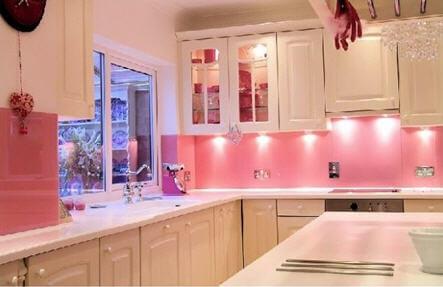 Sơn nhà bếp màu hồng mang vẻ đẹp mới lạ