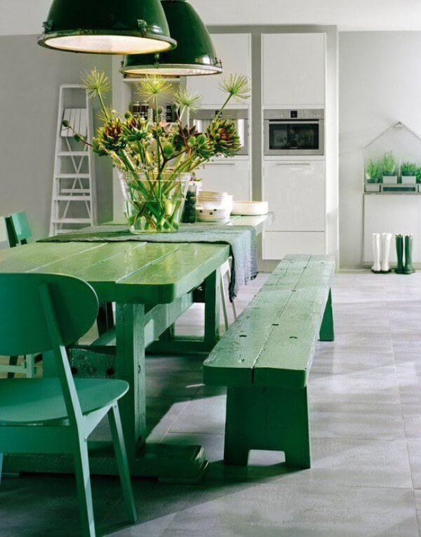 Sơn nhà màu xanh bàn ghế hợp với người mệnh mộc