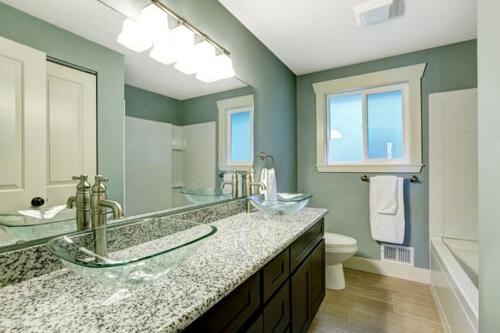 Sửa nhà tắm cũ trở nên như mới nhờ thay đổi màu sơn, màu sơn giúp cho mọi không gian thay đổi hoàn toàn