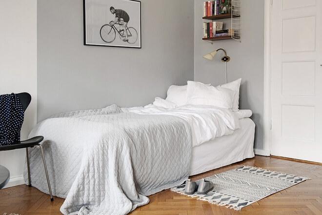 Cải tạo căn hộ với phòng ngủ được thiết kế gọn gàng, thoáng sáng.