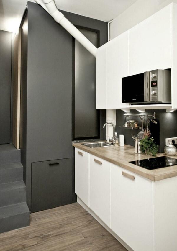 Phòng tắm - vệ sinh nằm ở khu vực riêng biệt, màu sắc cá tính trong mẫu thiết kế căn hộ nhỏ này.