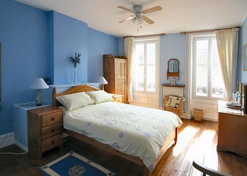 Các màu sơn nhà, màu lạnh, màu sáng, nhẹ nhàng, trang nhã sẽ đánh lừa cảm giác của bạn