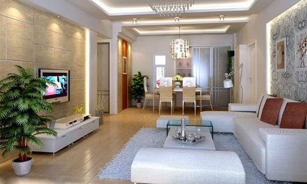 Phòng khách với gam màu vàng nhạt, trắng, mảng tường màu vàng nổi bật cho căn phòng.