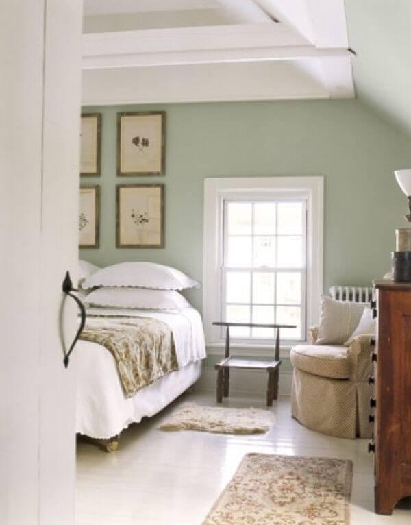 Màu xanh lá cây nhạt, nhẹ nhàng tốt và hợp phong thủy phòng ngủ.