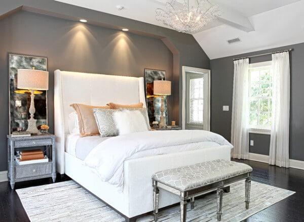 Phòng ngủ hợp phong thủy với màu sơn và những phụ kiện đôi tạo sự hài hòa.