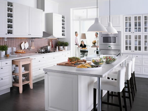 Phong thủy nhà bếp, với màu sắc sáng sủa luôn tạo cảm giác sạch sẽ hơn.