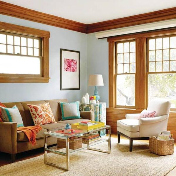 Sắc sơn nhà với tông màu ghi sáng, phòng khách dịu mát, giúp bạn tận hưởng được cuộc sống từ thiên nhiên.