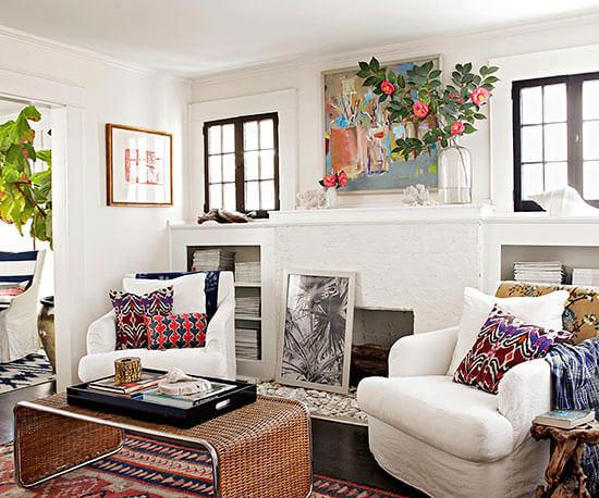 Sơn sửa phòng khách với gam màu trắng chủ đạo, làm nổi bật các gam màu nổi bật.
