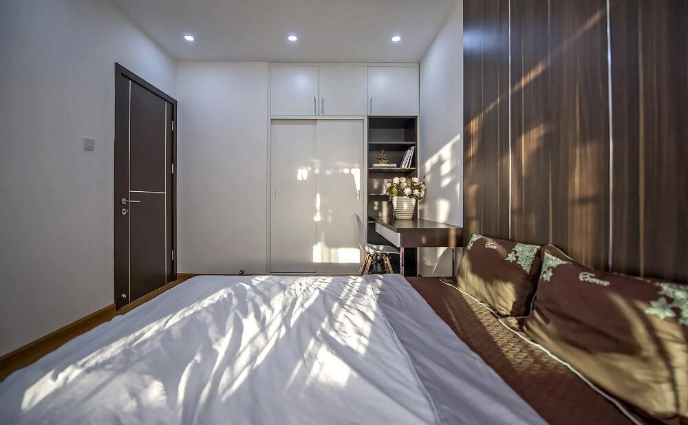 Các phòng ngủ thiết kế đơn giản nhưng đầy đủ các tiện nghi tạo nên sự rộng rãi, sau cải tạo sửa chữa nhà chung cư tại Hà Nội.