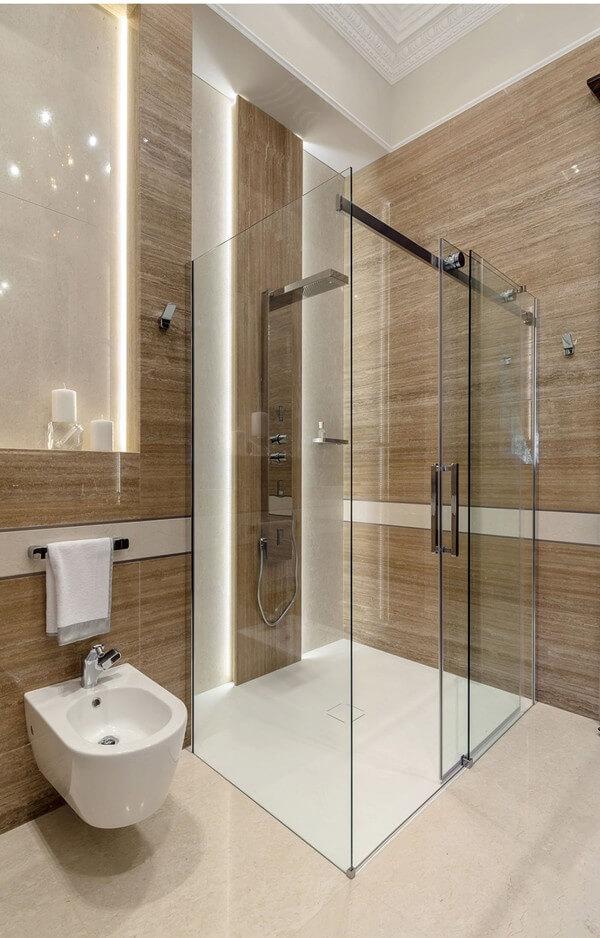 Phòng tắm sạch sẽ gọn gàng, theo phong cách tối giản khi cải tạo nhà chung cư này.