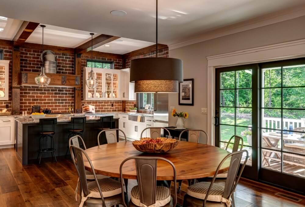 Mẫu nhà bếp với những bức tường gạch – phong cách cổ điển. Phong cách gợi vẻ đẹp ngọt ngào, giản dị của những trang trại.