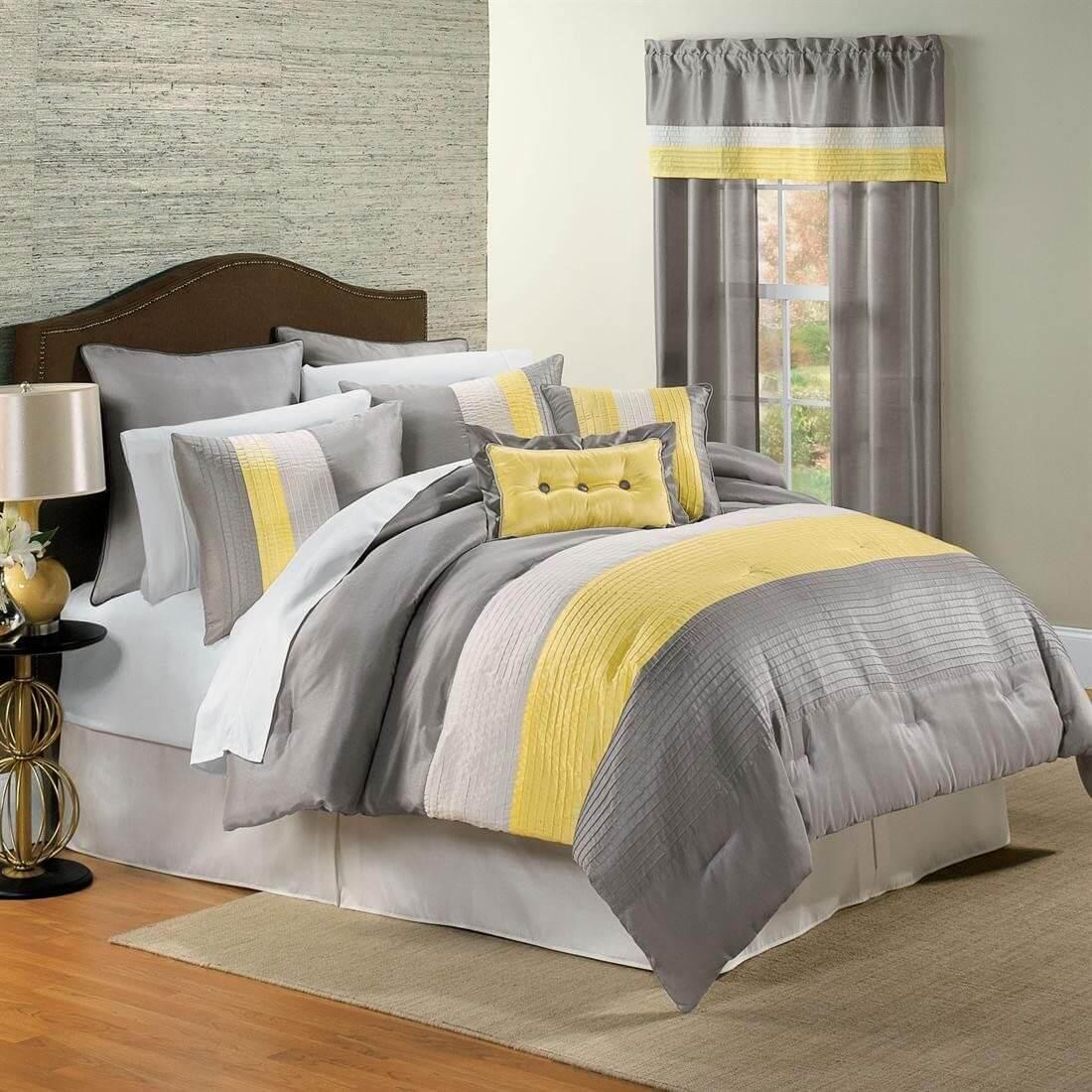 Một thiết kế khá truyền thống, tuy nhiên, đơn giản, họa tiết kẻ sọc to mang lại một cảm giác ấm cúng và hoàn hảo cho những phòng ngủ gia đình hoặc các cặp vợ chồng.