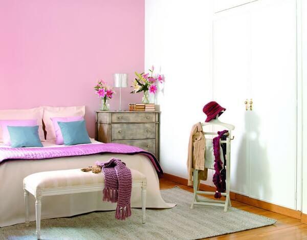 Sơn nhà với sắc hồng dịu dàng và lãng mạn.