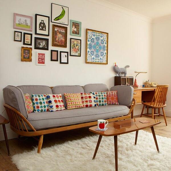 Sửa nhà chung cư, với không gian phòng khách, nội thất tối giản với bộ ghế sofa nhỏ gọn mang phong cách hiện đại sang trọng.
