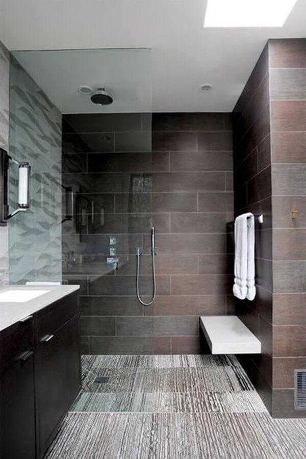 Phòng tắm thiết kế nội thất đơn giản, hiện đại, sạch sẽ sau khi sửa nhà chung cư này.