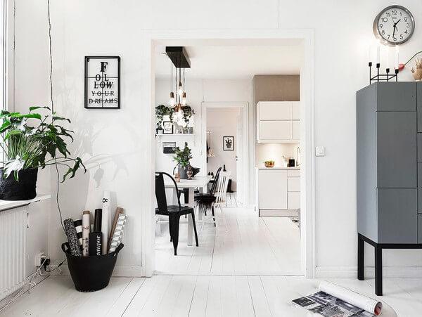Không gian giữa các căn phòng đều được thiết kế đồng nhất tạo ra sự nhất quán trong căn nhà chung cư này.