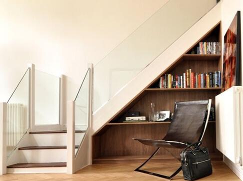 Sự kết hợp hoàn hảo giữa cầu thang và giá sách