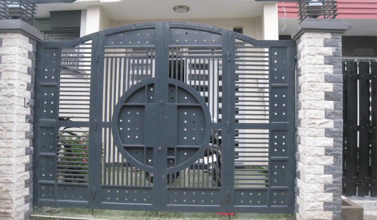 Mẫu cửa sắt đẹp sau khi sử dụng dịch vụ sơn cửa sắt của Xây Dựng Tây Hồ