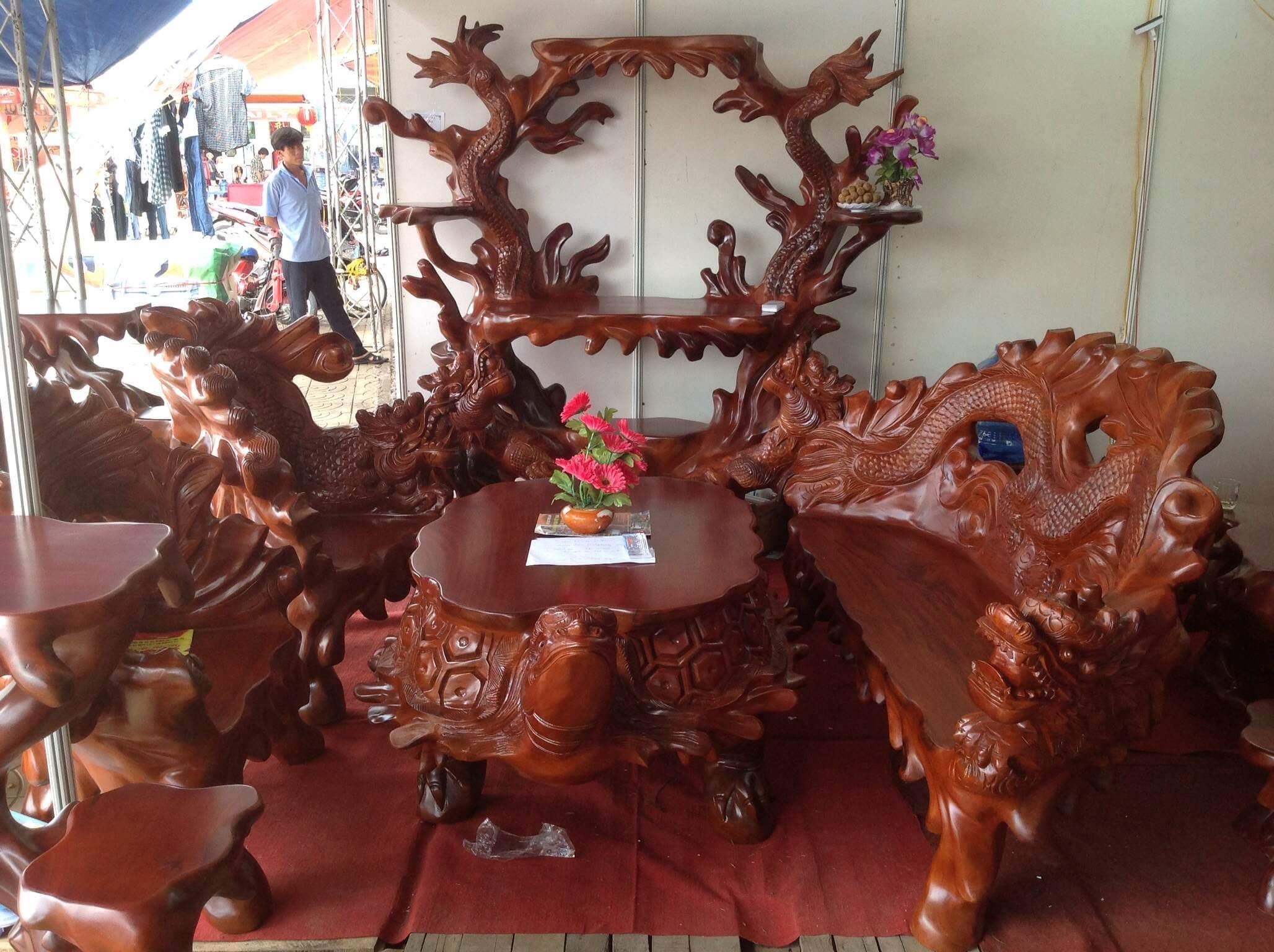 Mẫu bàn ghế gỗ đẹp sau khi sơn