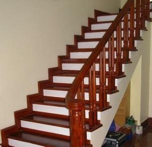 Cầu thang gỗ sang trọng