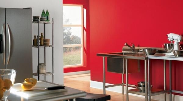 Mầu sơn nhà bếp đẹp với mầu đỏ trắng nổi bật
