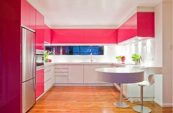 Mầu trắng hồng tạo căn bếp thêm hiện đại hơn