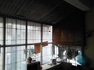 Phần chuồng cọp đưa ra lợp mái tôn nóng về mùa hà lạnh về mùa đông