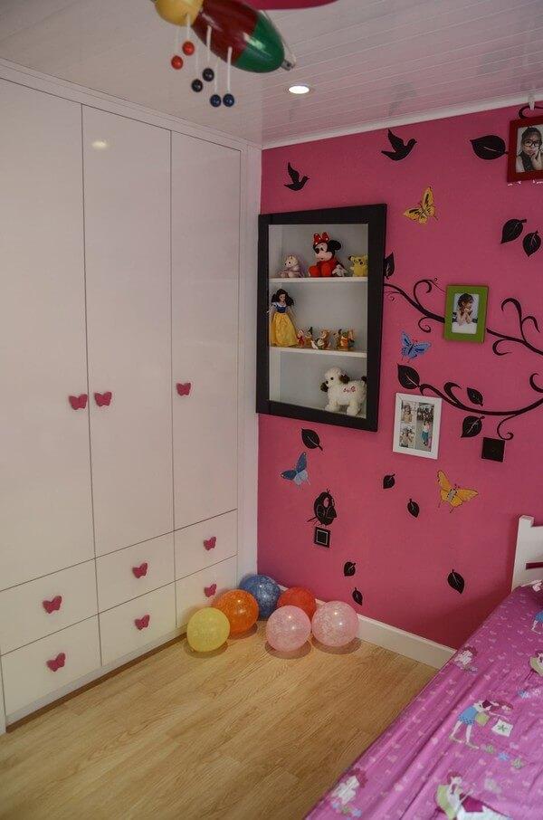 tủ quần áo âm tường gọn gàng đáng yêu