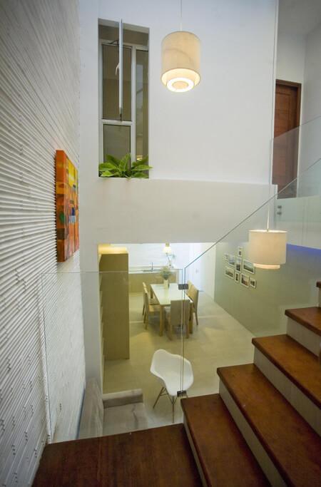 Sử dụng gạch ốp trắng để tạo không gian thêm nhẹ nhàng