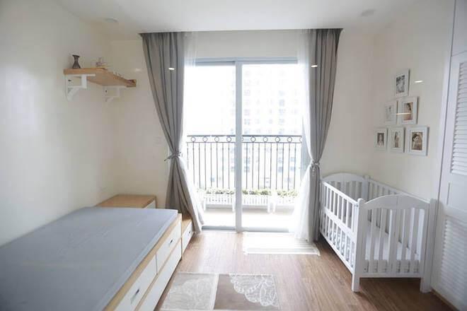 Phòng ngủ của con, trong mẫu nhà đẹp này, thiết kế đơn giản, trang nhã với tông màu trắng.