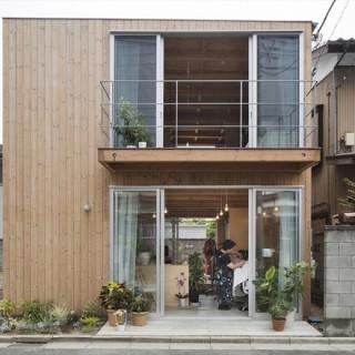 Mẫu nhà gỗ hai tầng đẹp ở nhật bản, mặt tiền ngôi nhà.