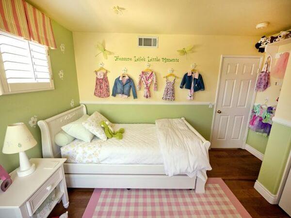Màu sơn phòng đáng yêu cho các bé gái với tông màu màu be vàng.
