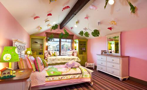 Căn phòng như trong chuyện cổ tích, màu sơn phòng cực đáng yêu cho các bé gái.