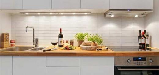 Bếp hiện đại với chi tiết tối giản