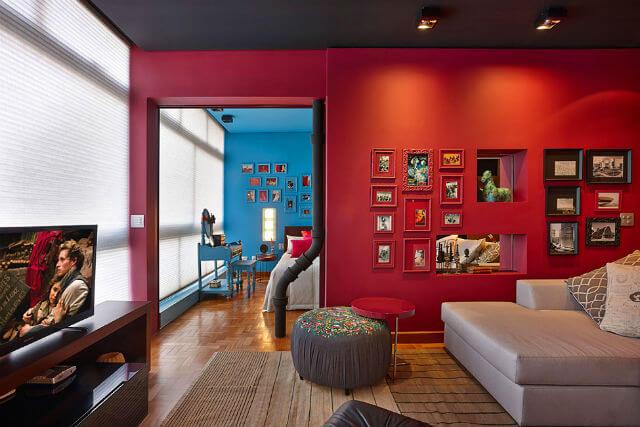 Dịch vụ sơn nhà đẹp với những tông màu đậm gam màu đỏ đậm cho phòng khách