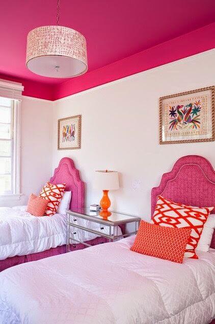 Màu sơn trần nhà đẹp với tông hồng neon ấm cúng cho phòng ngủ