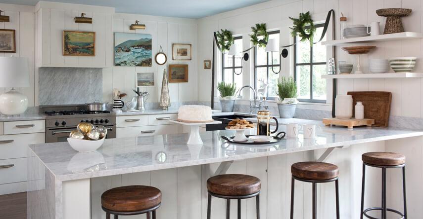 Nhà bếp hiện đại với bộ bàn ăn bằng gỗ tự nhiên đẹp và bắt mắt