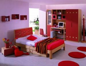 Sử dụng mầu đỏ cho vật dụng nội thất làm điểm nhấn cho căn phòng