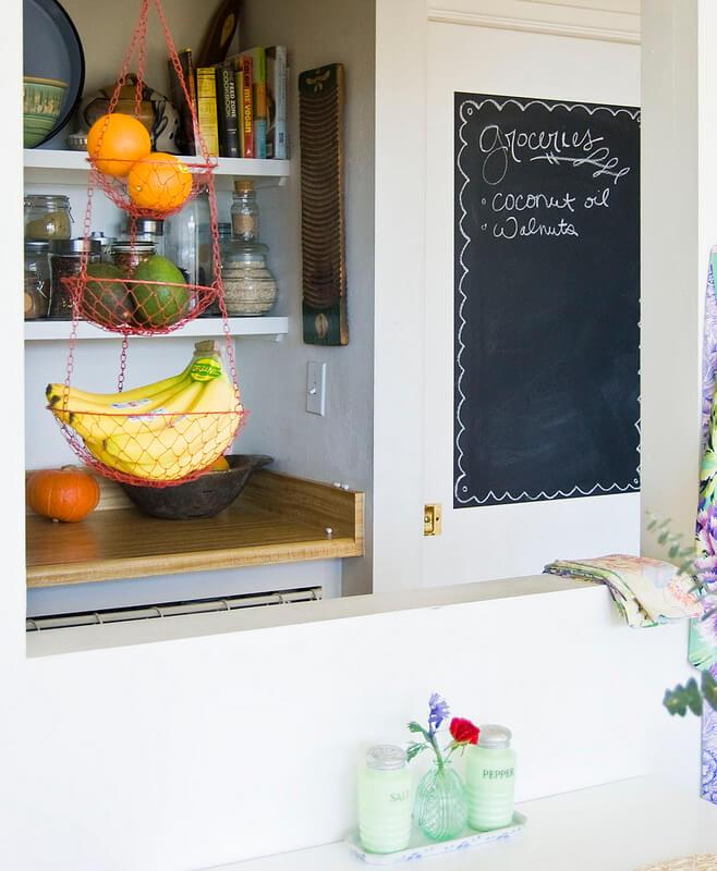 Phòng khách ngăn với bếp bằng tường lửng