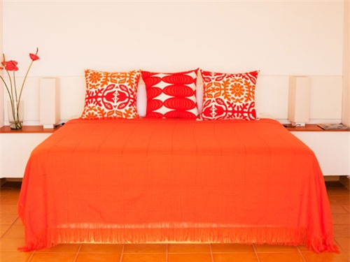 Trang trí phòng ngủ sơn màu cam đồng, làm mới phong cách, cá tính và ấn tượng.