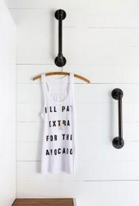 Treo quần áo bằng ống nước đen độc đáo