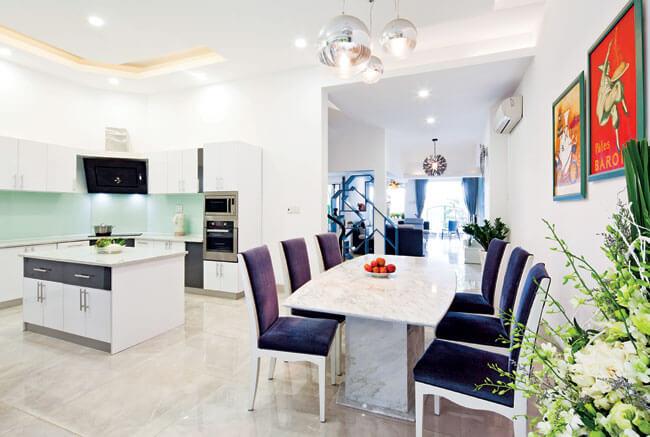 Không gian bếp sau khi Sửa nhà cải tạo căn hộ có sẵn thoáng và sang trọng hơn