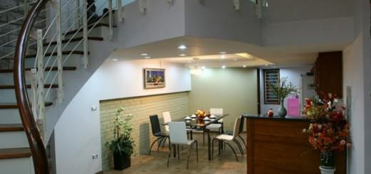 Xây sửa nhà kết hợp cầu thang và giếng trời tạo điểm nhấn